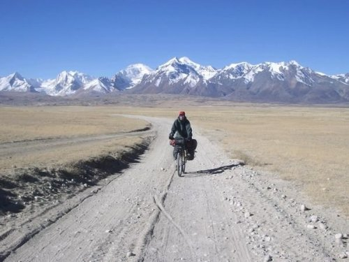 Cycling-along-the-Himalaya - Cortesia de http://www.travelblog.org/Photos/1729846.html